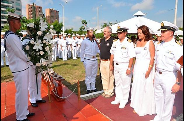 Ofrenda floral en honor al almirante José Prudencio Padilla.
