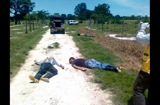 Los cuerpos de los cuatro hombres fueron hallados en una vía que conduce del cas
