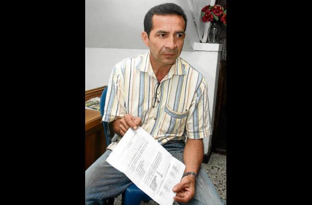 Saúl Iberio Salcedo-Salcedo, con copia del panfleto expresó temor por amenazas