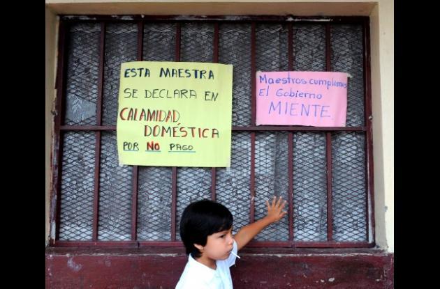 Maestros en Honduras se declaran en paro