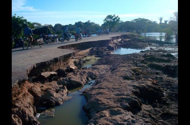 La carretera que conduce a Mompox quedó deteriorada por el invierno. Esto imposi