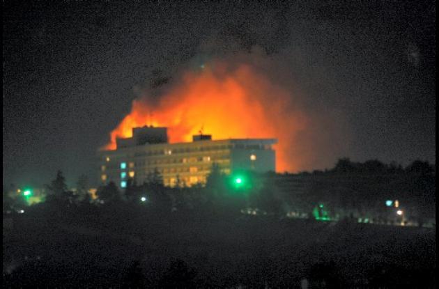 Kamikazes talibanes atacaron el hotel Intercontinental en Kabul.