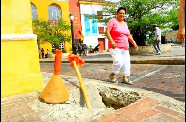 Hueco en andén de Calle San Juan de Dios.