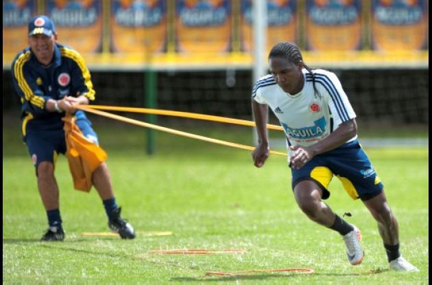 Hugo Rodallega trabaja duro para lograr su puesto en la titular de la selección