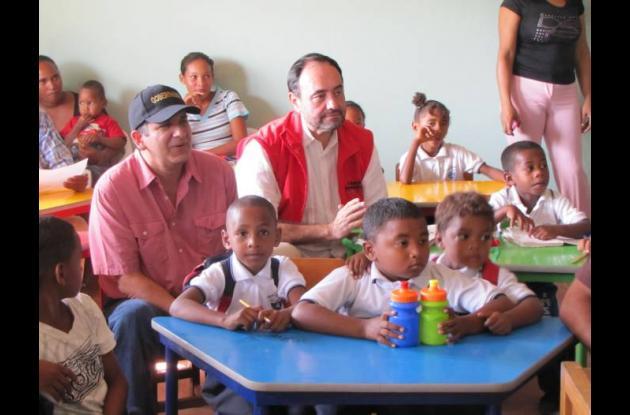 El gobernador Juan Carlos Gossaín y el director de Colombia Humanitaria, Everard