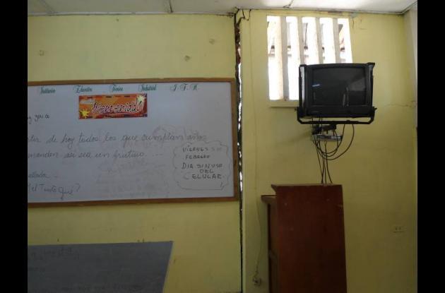 Las aulas de clases están deterioradas y en cualquier   momento pueden desplomar