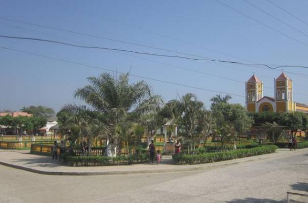Plaza de Villanueva (Bolívar), al fondo la iglesia San Juan Bautista, declarado