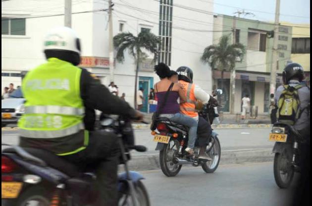 Bebés en motos: imprudencias que ameritan control
