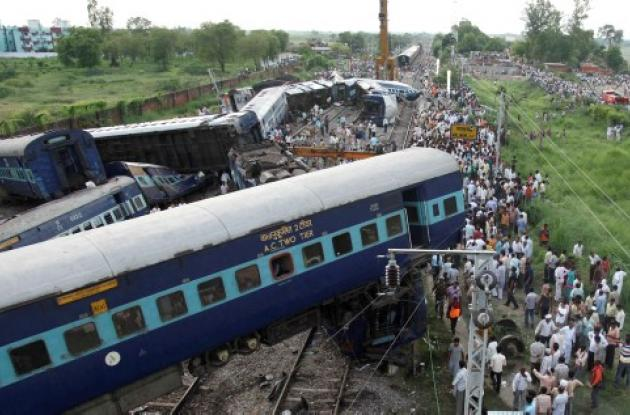 31 muertos al descarrilarse tren en la India.
