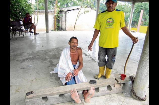 Indígena castigado en el cepo por consumo de drogas.