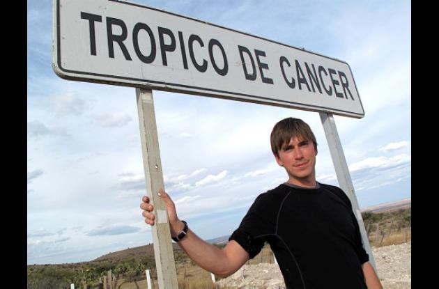 Trópico de Cáncer es conducido por el periodista Simon Reeves.