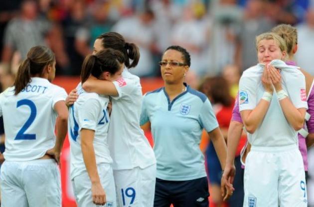 DT de Inglaterra critica a sus chicas por los tiros desde el punto pénal.
