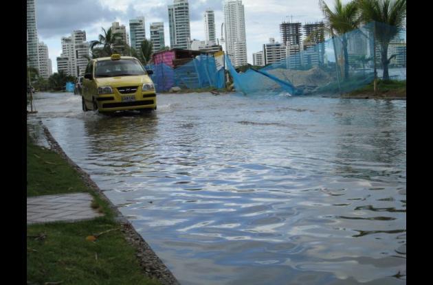 inundacion por marea en avenida chile