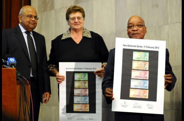 Mandatario Sudafricano presentando nuevos billetes