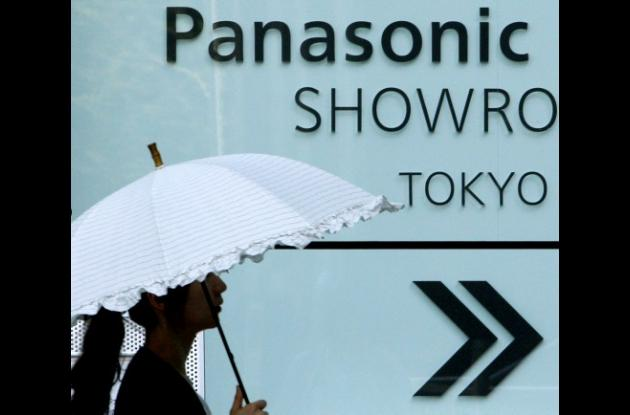 Panasonic comienza a despedir personal de sus empresas en el mundo.