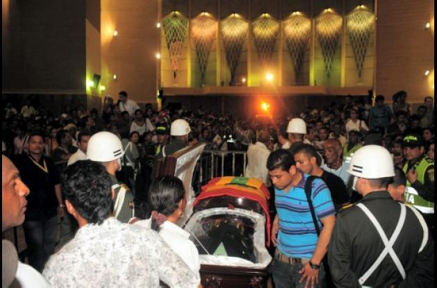 Restos mortales del Joe Arroyo llegan a la Catedral María Reina de Barranquilla.