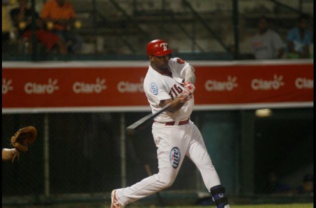 Jolbert Cabrera, bateador de Tigres-Claro.