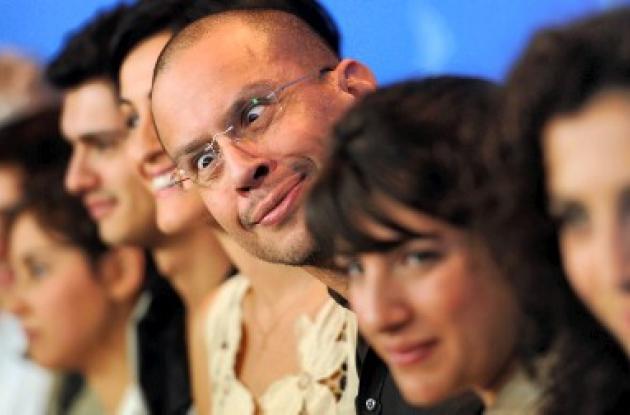El director Jonathan Sagall con el electo de Pintalabios.