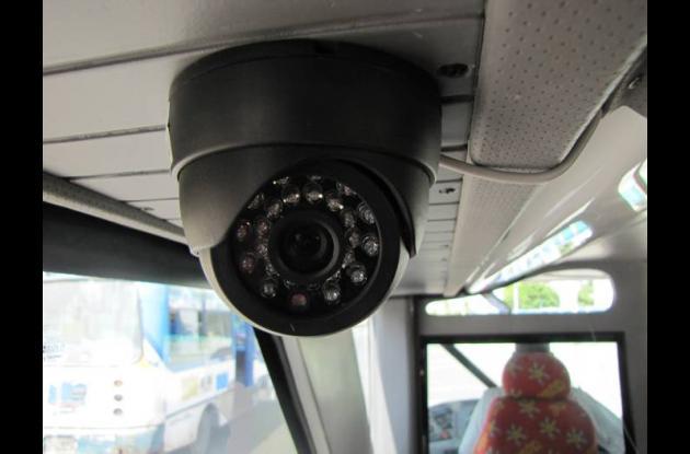 : En total son tres cámaras instaladas al interior y exterior del bus turísticoa