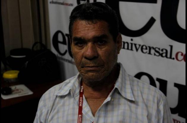 Jorge Guerrero, paciente de Coosalud, conserva los documentos del proceso que ll
