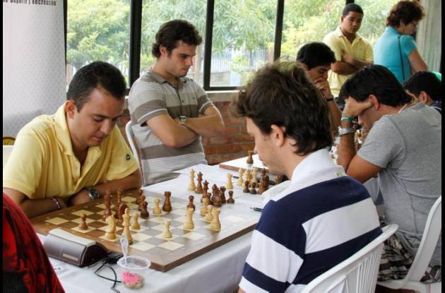 El Maestro Jorge Barrientos comparte el liderato del certamen.