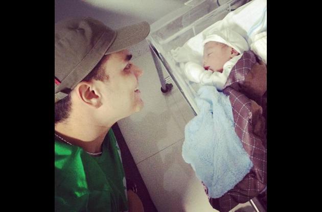 Silvestre Dangond junto a su hijo José Silvestre.