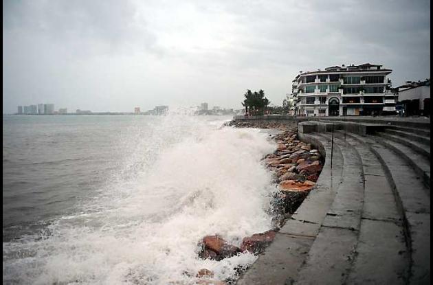 Huracán Jova al tocar costas mexicanas en Puerto Vallarta.