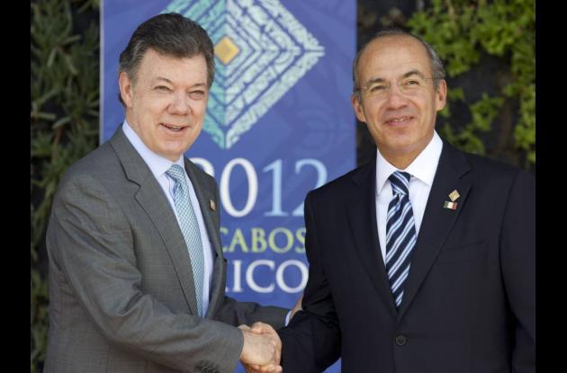 Juan Manuel Santos junto al presidentee mexican, Felipe Calderón, en el G-20