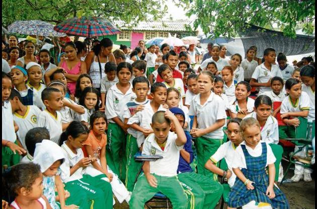 400 kid escolares fueron donados a estudiantes en Cereté.