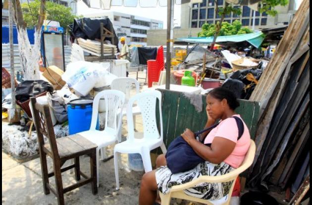 Retiran kioscos de la Plazoleta Telecom del Centro Histórico de Cartagena.