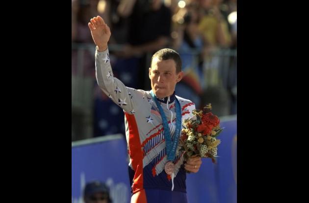 Lance Armstrong cuando recibió la medalla de bronce en los Juegos Olímpicos.