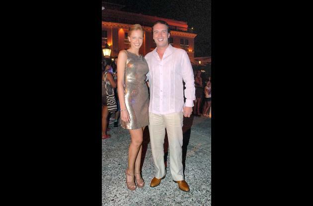 Laura Acuña y su esposo.