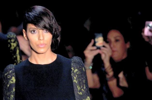 Lea T, modelo transexual, alborota pasarelas en Sao Paulo.