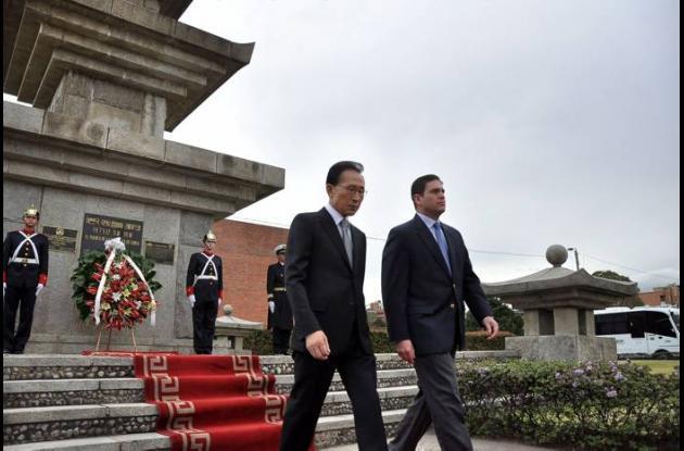 presidente de Corea del Sur, Lee Myung-bak y juan carlos pinzon mindefensa