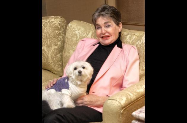 La magnate hotelera Leona Helmsley y su perra