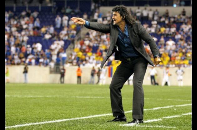 Leonel Álvarez se quedaría como DT de la Selección Colombia de Mayores.