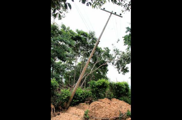 Línea de alta tensión que está en alto riesgo de colapsar en el sector Las Tres
