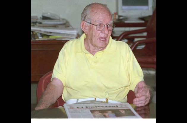 Alfonso López Michelsen en la oficina del director de El Universal.