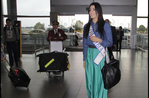 Lucía Aldana lleva la maleta llena con bellos diseños.