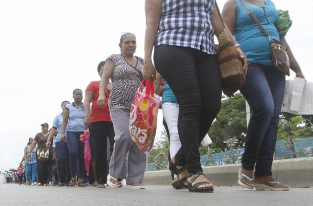 Marcha de protesta de las madres comunitarias de los hogares del ICBF.