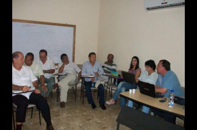 El alcalde Marcelo Torres y los secretarios de despacho de Magangué, en reunión