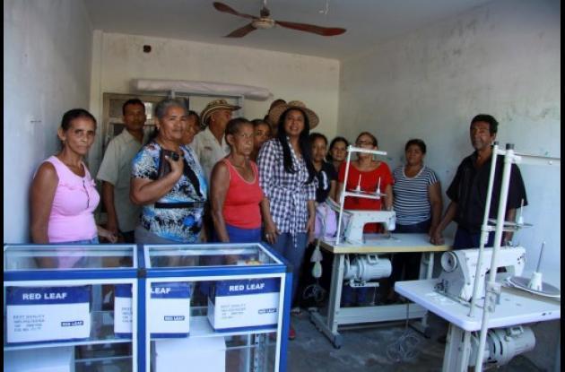 Entrega de ayudas a mujeres desplazadas en Magangué.