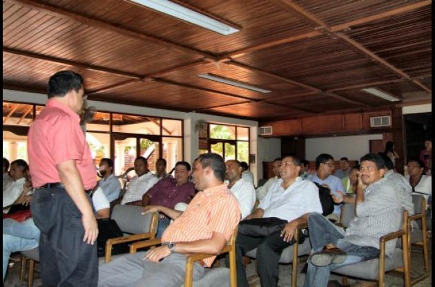 El gobernador Alberto Bernal, presidente del comité directivo de la corporación,