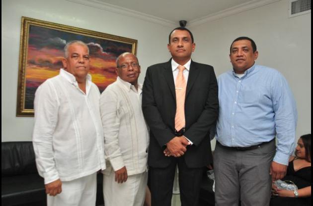 Nelson Reyes, Juan Paternina, Luigui Reyes Núñez, Arturo Reyes Núñez, lo acompañaron en la posesión.