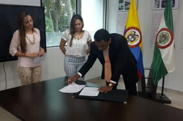 La posesión del nuevo magistrado Luigui Reyes Núñez se realizó en la Gobernación den Cesar.