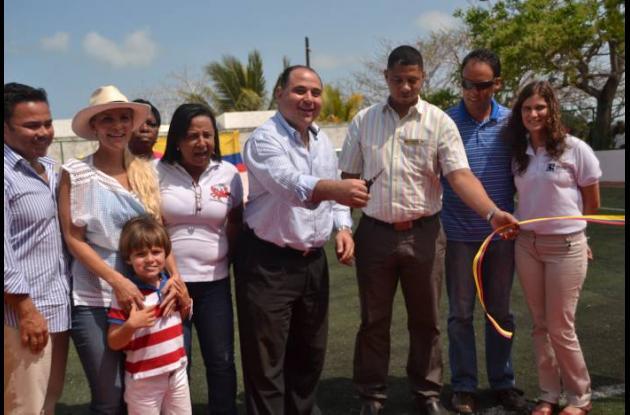 Cancha sintética de microfútbol para los niños y jóvenes de Manzanillo del Mar