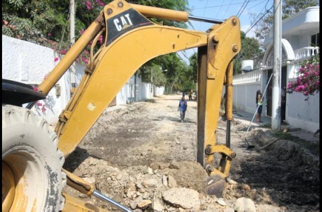 labores de remoción de tierra en la Calle 20