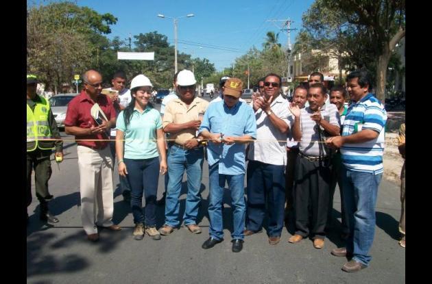 El alcalde de Magangué, Marcelo Torres Benavides, acompañado de sus colaboradore