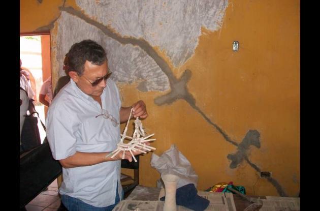 El alcalde Marcelo Torres Benavides inspeccionó el centro cultural y observó alg