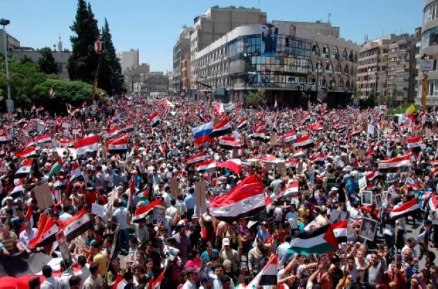 Los partidarios del régimen de Bashar al Assad también marcharon este martes par